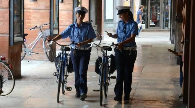 Forli_Polizia Municipale in bici (Blaco).jpg