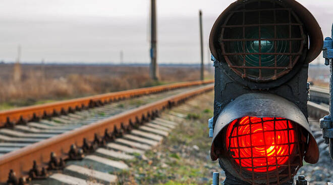 Treno Semaforo Rosso.jpg