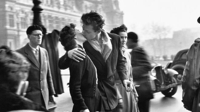 Fotografia_Doisneau_le-baiser-de-l-ho-tel-de-ville.jpg