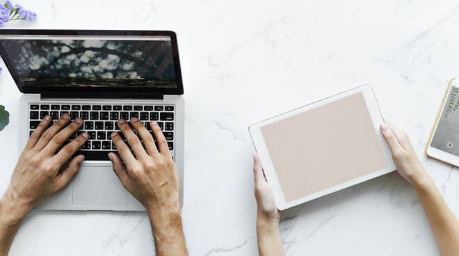 Computer_laptop_tablet_smartphone_cellulare.jpg