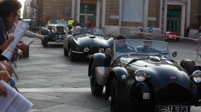 Il passaggio del Gran Premio Nuvolari da Ravenna (foto Corelli)
