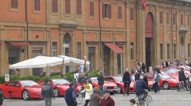 """negozio del Regno Unito immagini dettagliate nuovi oggetti Lugo: un giorno con le """"rosse di Maranello"""", domani la Festa ..."""
