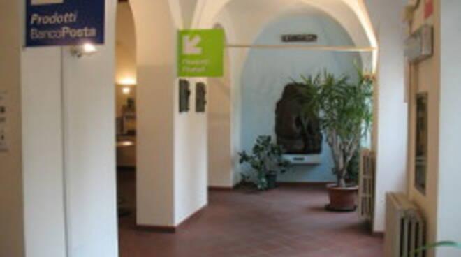 L'interno dell'Ufficio Postale
