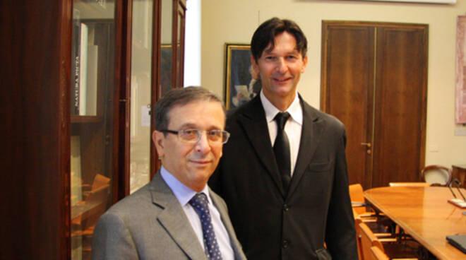 Il presidente della Fondazione Cassa di Risparmio e Banca del Monte di Lugo, Raffaele Clò (in primo piano), assieme al presidente di LugoNextLab Giacomo Melandri