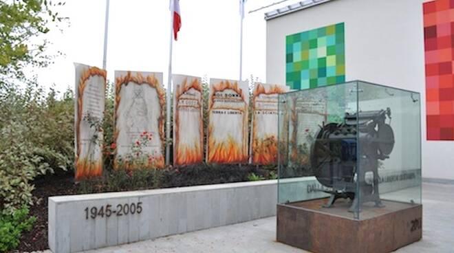Il monumento alla Libertà di Stampa in piazza a Conselice