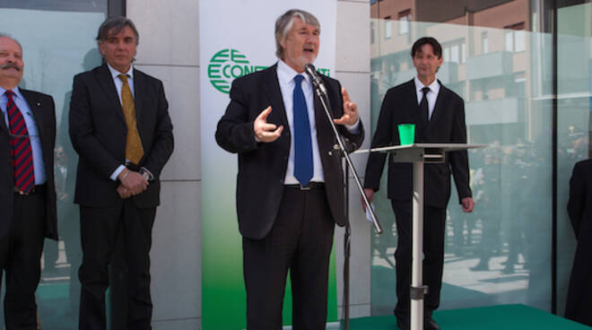 Il ministro Poletti (al microfono) durante l'inaugurazione