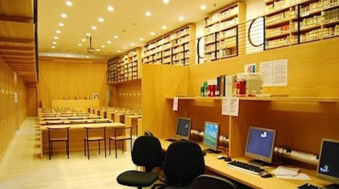 L'interno della Biblioteca Manfrediana