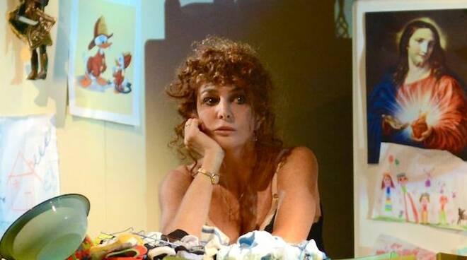 """Giuliana De Sio, in scena, apre la stagione del Rossini di Lugo con """"Notturno di donna con ospiti"""""""
