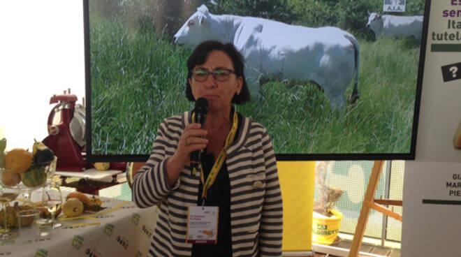 """Laura Cenni, presidente provinciale Donne Impresa, branca Coldiretti: """"La Bovina Romagnola si caratterizza per il basso contenuto di grassi e l'alto valore di proteine"""""""