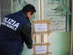 La squadra mobile di Forlì pone sotto sequestro uno dei centri massaggio (foto Fabio Blaco)