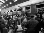"""La stazione centrale di Milano negli anni del """"boom"""" economico"""