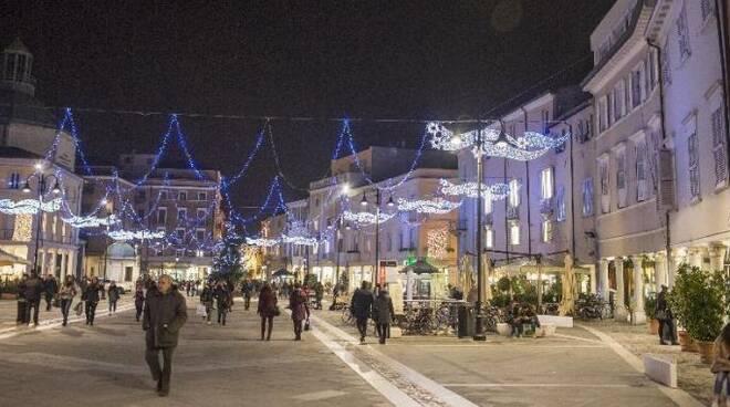 Le luminarie natalizie dello scorso anno nel centro storico di Rimini