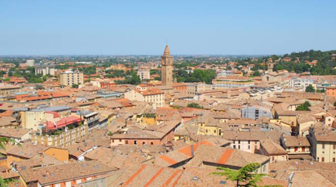 Una veduta dall'alto della città di Cesena