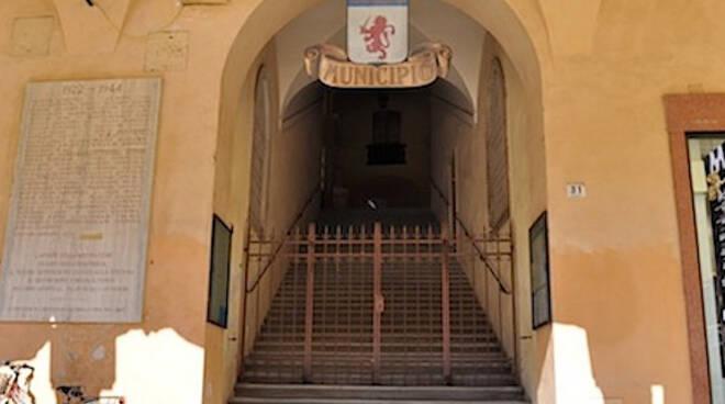 L'ingresso del Municipio di Faenza
