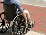 L'accessibilità delle fermate degli autobus per le persone disabili è un'emergenza per i consiglieri regionali Cinquestelle