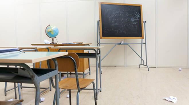 La decisione del sindaco Domenica Spinelli ha riacceso la questione della laicità della scuola pubblica
