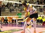 """Una schiacciata della Pirv murata dalle """"Aquile"""" di Forlì - foto ufficio stampa Volley2002"""