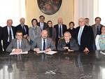 la firma del protocollo - foto Fabio Blaco