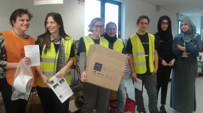 Un'immagine dei volontari della Colletta alimentare