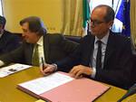 a destra Sergio Sottani, Procuratore presso il Tribunale di Forlì; a sinistra il Prefetto, Rocco De Marinis