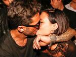Fabrizio Corona bacia la fidanzata Silvia Provvedi
