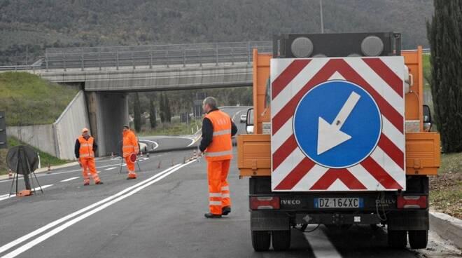 Proseguono i lavori dell'Anas sulla E45 nell'ambito dell'operazione #bastabuche sulle strade (foto d'archivio)
