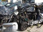 I rottami dell'auto della giovane vittima