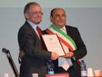 Maislinger e Frassineti durante la consegna del premio