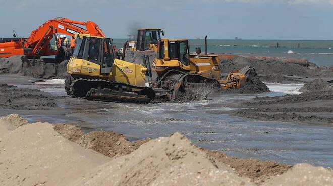Attività di ripascimento delle spiagge