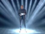 Carlo Conti mentre annuncia i cantanti di Sanremo 2017