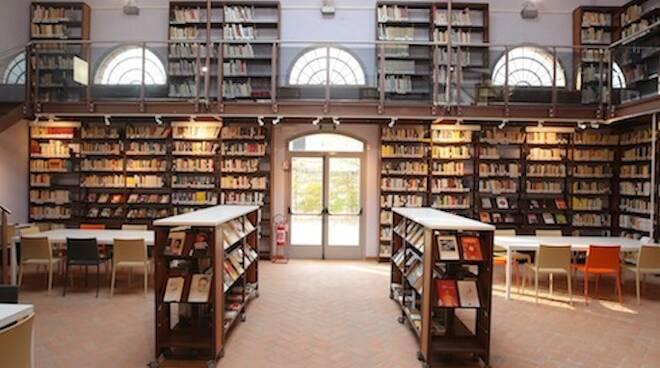 La biblioteca di Russi