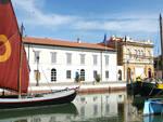 sullo sfondo il Museo della Marineria di Cesenatico