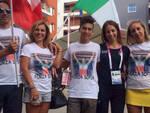 Sofia Collinelli con la sua famiglia che indossa la maglietta celebrativa a lei dedicata