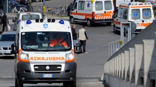 L'ambulanza che ha condotto l'uomo al Pronto Soccorso dell'ospedale di Rimini (foto archivio Migliorini)