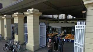 l'ingresso del mercato coperto di Piazza Cavour a Forlì (foto d'archivio)
