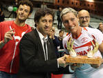 L'assessore allo sport Fagnani premia Lucia Bacchi in rappresentanza dell'Olimpia Teodora