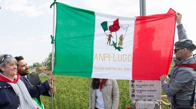 L'Anpi di Lugo presso il cippo dei martiri del Senio, 25 aprile 2017