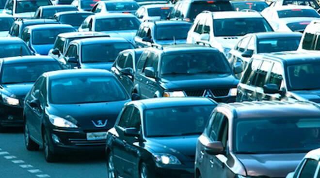 Il traffico intenso è uno degli imputati per l'inquinamento dell'aria