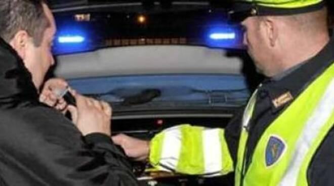 La Polizia Stradale di Ravenna impegnata nei test con etilometro