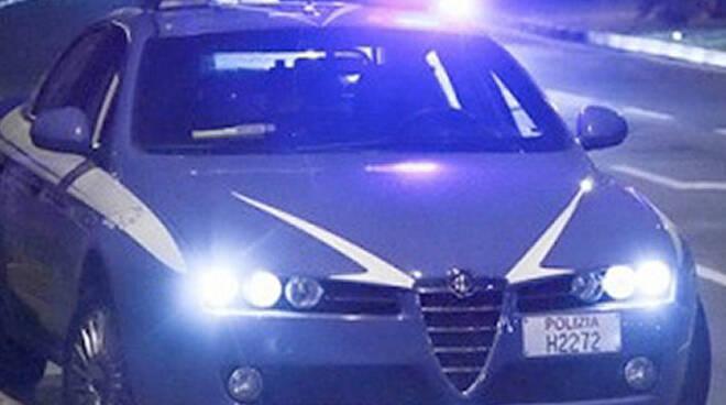 La Volante della Polizia di Stato ha inseguito la Bmw del romeno per le vie di Rimini