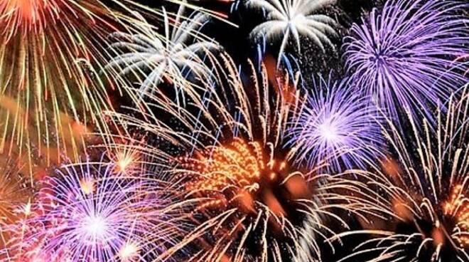 Fuochi d'artificio (immagine d'archivio)