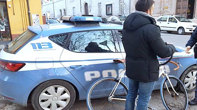 La bicicletta recuperata dalla Polizia di Stato