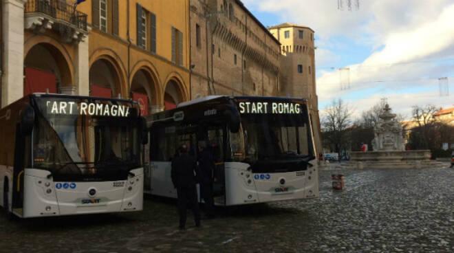 Nella foto i nuovi autobus