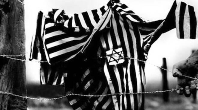 La commemorazione alla lapide che ricorda il passaggio degli ebrei dalla stazione di Ravenna, questa mattina