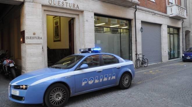 La Questura di Rimini dove è stato condotto il 46enne professore per cui il gip ha disposto l'arresto