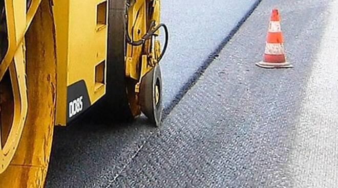 Nuovo look per le strade riminesi a base d'asfalto (immagine d'archivio)