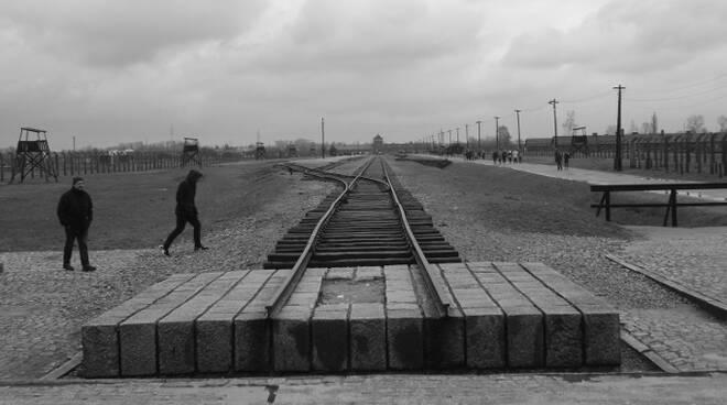 Un'immagine storica del campo di sterminio di Auschwitz