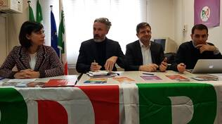 Fabrizio Landi, Stefano Collina e Marco Di Maio con Valentina Ancarani, segretario territoriale del Pd forlivese