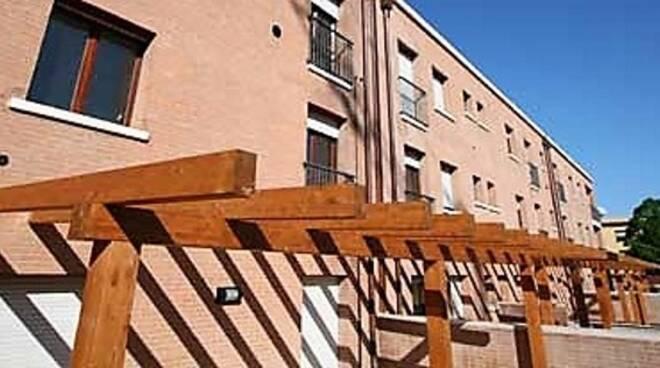 Un edificio di proprietà comunale con alloggi d'edilizia residenziale pubblica (immagine d'archivio)