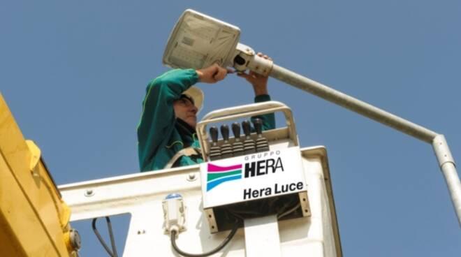 Hera andrà a sostituire oltre 11.000 punti luce, circa la metà del totale, con nuovi apparecchi a led ad alta efficienza